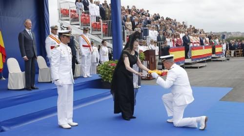 1 -Entrega de la Bandera de combate al Cte. de la fragata Blas de Lezo-781103