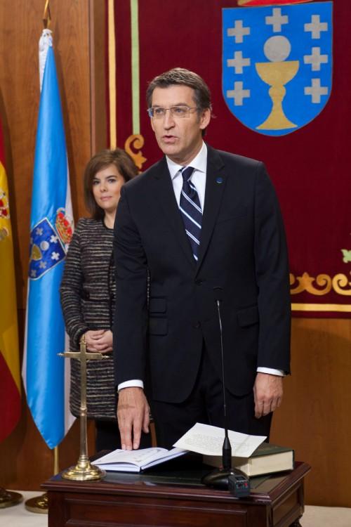 Alberto-Nunez-Feijoo-toma-posesion-de-su-cargo-en-presencia-de-Soraya-Saenz-de-Santamaria-