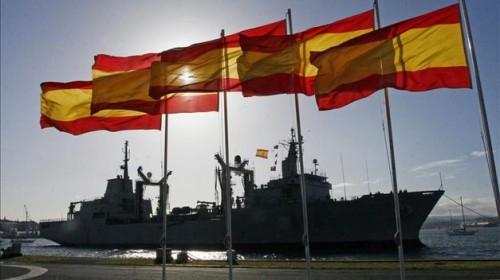 Barco con banderas espaolas
