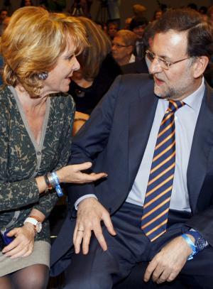Esperanza-Aguirre-conversa-Mariano-Rajoy-durante-acto-militantes-PP
