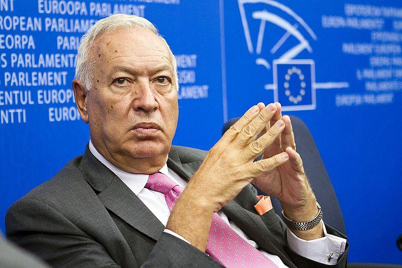 Vecinos De Oleiros Jm Garcia Margallo El 21 De Diciembre De 2011