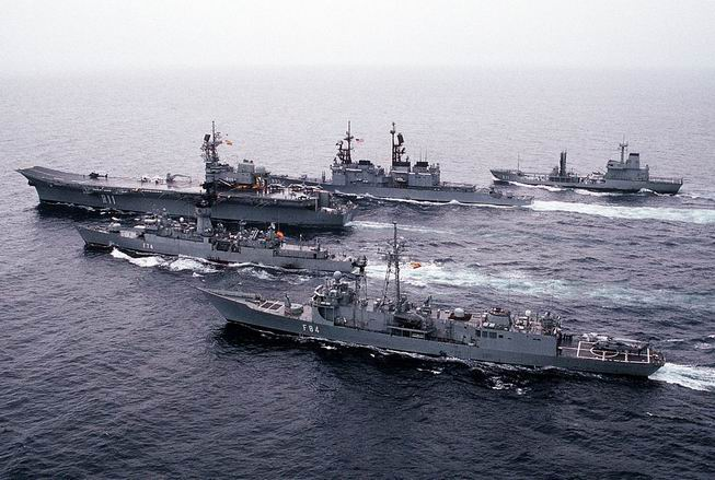 -USS_Scott_(DDG-995) Con Flota Española ( PortaAeronaves - Principe de Asturias. Fragata Asturias, Fragata Cristobal Colon, Buque de Aprovisionamiento)