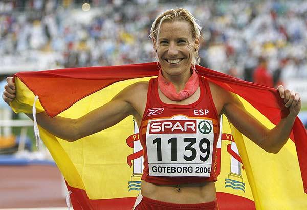 con-la-bandera-de-espana.jpg
