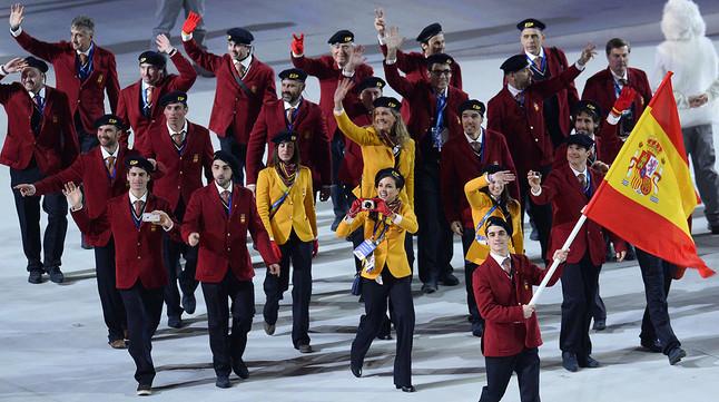 equipo-espanol-con-javier-fernandez-cabeza-durante-desfile-delegaciones-inauguracion-sochi-2014-1391802369237