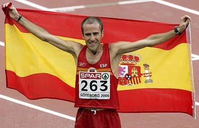 julio-rey-posa-con-la-bandera-espanola-engotemburgo2006_.jpg