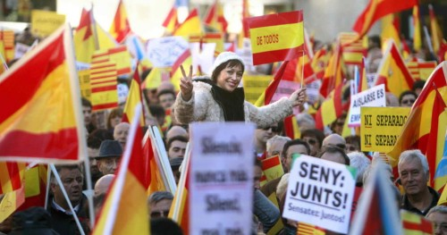 miles-de-ciudadanos-se-manifiestan-en-barcelona-en-defensa-de-la-constitucion