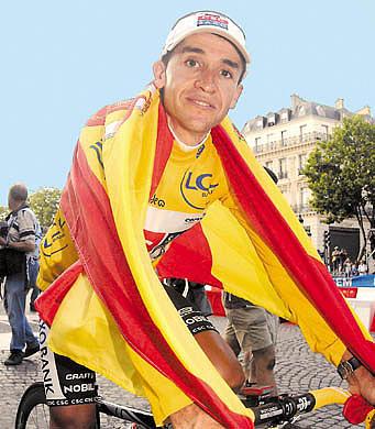 sastre-con-la-bandera-de-espana.jpg